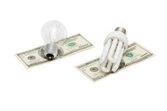 L'énergie sauvegardent la lampe contre l'ampoule sur l'argent Image stock