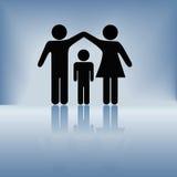 L'obbligazione della famiglia del bambino del padre della madre munisce il tetto Immagine Stock