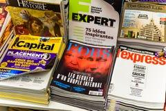 L; Obs pokrywa z Putin i Atutowa gazeta od stoisko z gazetami Obrazy Royalty Free