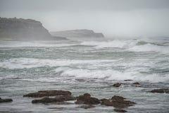 L'Océan Atlantique orageux image stock
