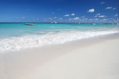 l'océan des Caraïbes de plage sable le blanc tropical Photos stock