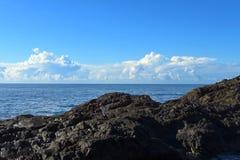 L'océan fulmine en mer outre du littoral australien photos libres de droits