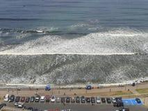 L'océan pacifique à partir d'un dessus de la falaise dans Miraflores Photos libres de droits