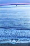 L'océan pacifique Goleta la Californie de plate-forme de puits de pétrole d'Eilwood Images libres de droits