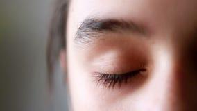 L'occhio della ragazza, fine su stock footage