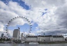 L'occhio di Lodnon contro cieli nuvolosi Fotografie Stock