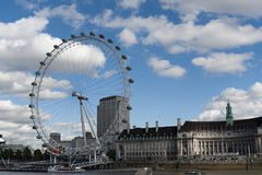 L'occhio di Londra ed il fiume di Tamigi Immagini Stock