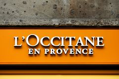 L ` occitane在墙壁上的en普罗旺斯商标 库存图片