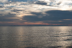 L'oceano al crepuscolo Immagini Stock