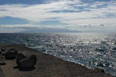 L'Oceano Atlantico con l'isola di Gomera della La ai precedenti immagine stock libera da diritti