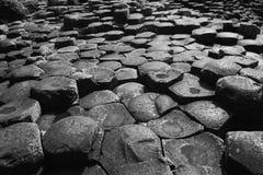 L'octogone de colonnes de basalte de l'Irlande de la chaussée du géant photographie stock libre de droits