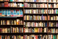 L'odeur des livres et du café photographie stock libre de droits
