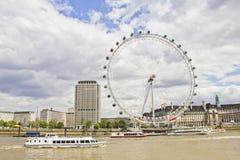 L'oeil de Londres et le fleuve de Tamise Images stock
