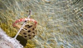 L'oeuf dans le panier sont bouillis dans Hot Springs au sankamphaeng Images libres de droits