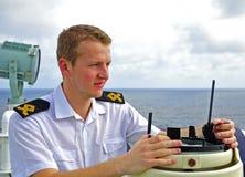 L'officier de navigation manage des dispositifs photos libres de droits