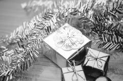 L'oggetto decora per lo styl in bianco e nero del tono di colore dell'albero di Natale Immagini Stock