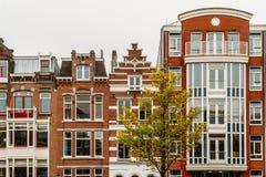 L'olandese alloggia la facciata nella città di Amsterdam Fotografia Stock Libera da Diritti