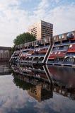 L'olandese alloggia la riflessione sull'acqua Fotografie Stock