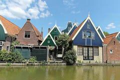 L'olandese tipica alloggia il villaggio Immagine Stock Libera da Diritti