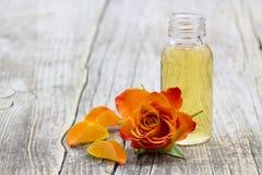 L'olio e l'arancia di bagno sono aumentato Fotografia Stock
