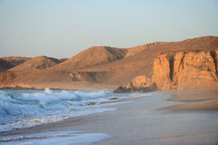 l'Oman : Plage de Jinz d'Al de Raz au lever de soleil Photos libres de droits