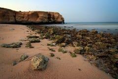 l'Oman : Plage de Tiwi après coucher du soleil Image stock