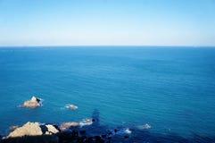 L'ombra di lightbouse sul mare nel Marocco fotografie stock libere da diritti