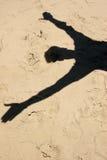 L'ombre de l'homme sur le sable Photo libre de droits