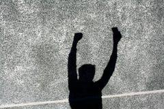 L'ombre du garçon sur le mur Photo stock
