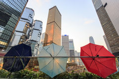 L'ombrello che mostra dappertutto sotto occupa la campagna centrale Immagini Stock
