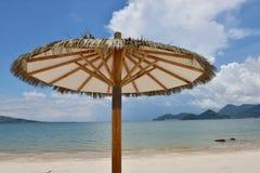 L'ombrello di spiaggia Fotografia Stock