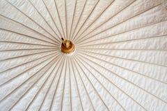 L'ombrello ha fatto la carta della forma Fotografie Stock Libere da Diritti