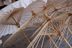 L'ombrello ha fatto la carta della forma Fotografia Stock
