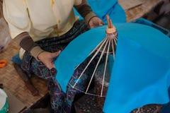 L'ombrello ha fatto la carta della forma Immagini Stock
