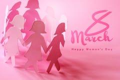 L'omino di carta della ragazza di rosa di SSweet su fondo rosa per felice Immagine Stock Libera da Diritti