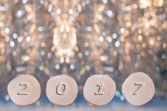 L'ontano quattro ha visto i tagli e la data convessa 2017 sul bello Natale Fotografie Stock Libere da Diritti