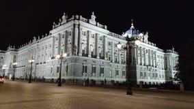 L'ONU de crépuscule Royal Palace si Madrid photographie stock libre de droits