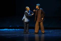 L'opéra de Jiangxi de deux personnes âgées une balance Images stock