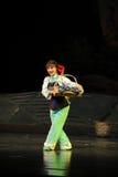 L'opéra de Jiangxi de femme de nationalité de Tujia une balance Photographie stock