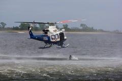 L'operatore subacqueo della polizia salta Fotografia Stock Libera da Diritti