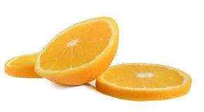 L'orange de coupe sur un fond blanc image libre de droits