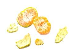 L'orange et les peaux avec le chemin de coupure blanc de fond image stock