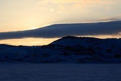 L'orario invernale, la riva della neve, Russia, paesaggio di bella natura selvaggia del Nord vede Bello ghiaccio di inverno della fotografia stock