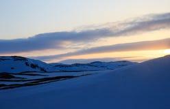 L'orario invernale, la riva della neve, Russia, paesaggio di bella natura selvaggia del Nord vede Bello ghiaccio di inverno della fotografia stock libera da diritti