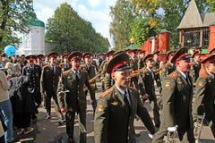 L'orchestra militare sulla via della città. Fotografie Stock Libere da Diritti