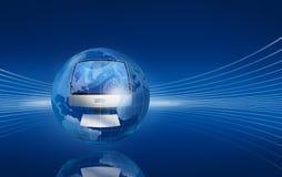 L'ordinateur dans le globe sur bleu-foncé Image stock