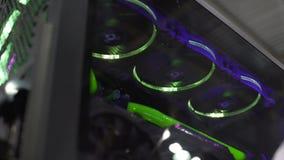 L'ordinateur de rotation évente avec la lumière, innovations de refroidissement par liquide et dernières de jeu banque de vidéos