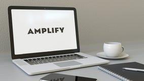 L'ordinateur portable avec amplifient Logo de LA sur l'écran Rendu conceptuel de l'éditorial 3D de lieu de travail moderne Image stock