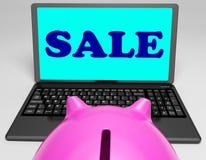 L'ordinateur portable de vente montre le prix de Web réduit et négocie photos stock