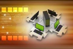 L'ordinateur portable et le serveur se relient dans les puzzles Images libres de droits